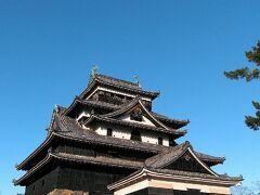 さて、念願の「松江城」です!\(^o^)/ 【国宝】ですよー♪これで、国宝5城のうち4城制覇。残すところ「犬山城」のみとなりました。
