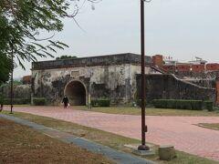 鳳山県舊城 東門(鳳儀門)、まだ改装中