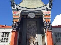 そして有名なチャイニーズシアター。 入り口がとても独特な雰囲気です。