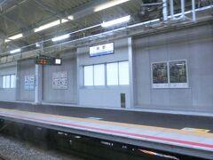 鴫野駅。 画像では写っていませんが、乗っている電車が着いている2番ホームと学研都市線で松井山手・木津方面の3番ホームとがいわゆる島式ホームになっており、対面で乗り換えることができるようになっています。(でも、ここで乗り換えるなら、放出で乗り換えるような気もします。)