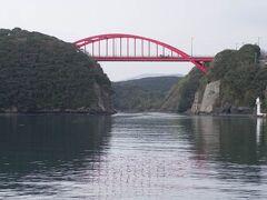 万関橋と万関瀬戸を見に漁港へと立ち寄りました。 対馬は実は1つの島なのですが、この運河ともうひとつの運河が開削されていて、上島と下島に分けられています。 今回対馬を調べるまで、2つの島だと思っていたので、びっくりです。 しかもこの運河は旧帝国陸軍が作ったとのこと。すごいです。  延々と北へ向かい、峰町まで来たところで西へと折れて木坂方面へ。