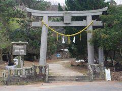 木坂集落を超えた山陰に海神神社の鳥居がありました。 非常に静かなところで、山全体がかなり神秘的な雰囲気でした。