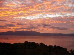 指宿フェニックスホテルの朝。なかなか見事な鹿児島湾の景色です。
