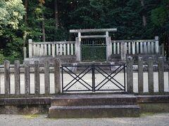 ●孝元天皇陵@石川池  勿論、一礼して、お参りしました。 宮内庁の方々って、毎日手入れされてるのかな? 大阪、奈良にたくさんの天皇陵ありますが、どうされてるのでしょうね?