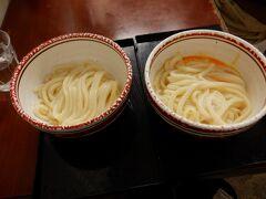 かけの小120円と釜玉190円 ぬおぉ 出汁がうまうまうま 麺もコシがあって(゚д゚)ウマー 12時頃だったので限定の麺は食べれませんでしたが、普通のやつでもかなり美味しいです