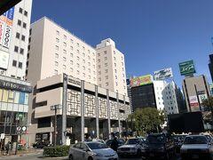 今回の宿泊先は筑紫口出て直ぐの、「オリエンタルホテル福岡博多ステーション」です。旧モンテローザホテルです。