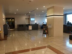 「横浜桜木町ワシントンホテル」の「ロビー」は静かでした。。。