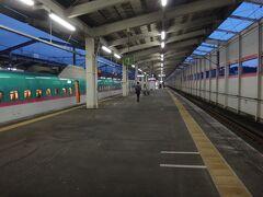 仙台からわずか26分で福島。 新幹線って2区間とか乗るのが割高だよなあ。これで3210円だもん。