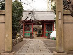 養福寺 諏方台通りを日暮里方面へ少し戻ると仁王門のある養福寺があります。 こちらも真言宗豊山派のお寺です。