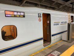 PIXAR新幹線とは関係ない、みずほ号に乗り込みます。 当初乗る予定だった、PIXAR新幹線の、つばめ338号を追いかけて…。 とは言っても、博多に到着する前にどこかの駅で追い抜けるわけではないので、とりあえず博多まで行きます。