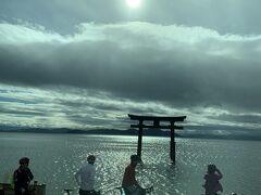 途中、白髭神社には寄ってはいませんが、琵琶湖に浮かぶ朱塗りの大鳥居が見えました