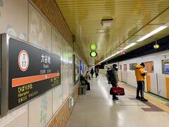 大谷地駅からは乗り換えナシで地下鉄に27分揺られて移動し、目的地の琴似駅へ。 座りっぱなしだったのでラクチン♪