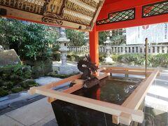 手水舎に龍さんがいるのは結構色々な神社で見るけど、ここにはあちらこちらに龍さんがいます。