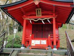 九頭龍神社本宮です。ようやくここまでたどり着きました・・・。1時間20分かかりました・・・。写真撮ったり途中でベンチでへたり込んだりしたらかな・・・。