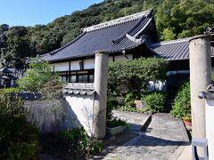 ●医王寺  そしてやってきたのが、後山(うしろやま)の中腹に位置する「医王寺」というお寺で、平安時代に弘法大師が開基したと伝わる古刹です。