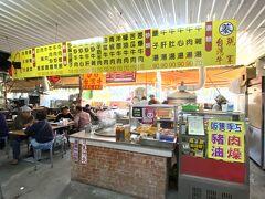 お参りを済ませ、ハロー市場に戻り、昼食をとるところを探した。気さくなご夫婦が営業している牛肉料理の店にした。
