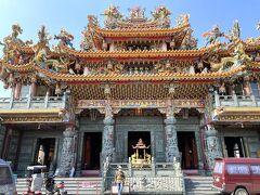 食事をしようと、孔子廟の向かいにあるハロー市場に入った時、この廟が目に入った。