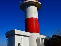 青空に映える対馬棹尾埼灯台。