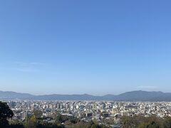 まさやん!両親が京都の出身であることは言いましたが、お墓が東大谷祖廟にあります。  結構、上の方なので階段が大変なのですが・・・お墓参りも当然しておきます。