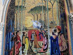 息子と姪でいくつか乗ったようです 写真はシンデレラ城のモザイク壁画ですが(笑) ①『白雪姫と7人のこびと』5分待ち