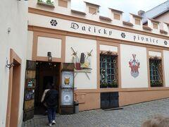 昼食のレストラン(Dacicky)に到着 ネットでも有名店で各国の観光客で混み合っています。
