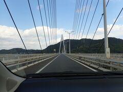 さらに進み・・生口橋。 こちらも完成時世界最長だった斜張橋です。  しまなみ海道は 次々と渡る橋の景観と島々の緑・・ そして時折見えかくれする段々畑の風景が素敵です。  ♪瀬戸は日暮れて~♪ ♪青いミカンが実った~♪ なんて思わず口ずさんでしまいます。  「ミカンが実るころ」 宮城県石巻市出身の藍美代子さんが1973年に唄ったお歌です。 なぜか今でもほぼ歌えます(笑)