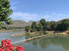 まずは乾季にしか渡れない、竹橋(バンブーブリッジ)へ 1人1万キープ。