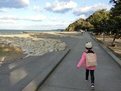 15分ほど歩いて海に出ました。
