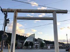 ところでこの二見駅のデザインて、夫婦岩をモデルにしてますかね? (娘が指摘)