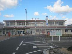 で、益田駅改札を出て…。  実は本日はこの駅傍に宿を予約しております。