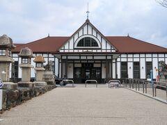 宿を後にしてJR琴平駅へ。駅本屋は大正11年(1922年)に建設され、国の登録有形文化財に指定されています。