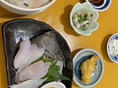 早川港でランチ。ギョぎよ魚屋の三太郎で美味しくいただきました。カワハギの刺身が美味。