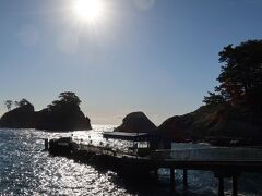 コーヒーも飲みたかったんで堂ヶ島へ、遊覧船は当然のことながら強風で欠航