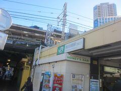 その先が飯田橋駅の東口です