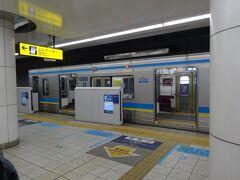 都営地下鉄に乗り換え、京急直通で羽田へ直通。しかし朝の時間はエアポート快特はなく、急行だけなんですね。タイミングが悪かったこともあり、思いのほか時間がかかりました。  これなら有楽町で降りて、浜松町からモノレールの空港快速に乗った方が早かったかも。