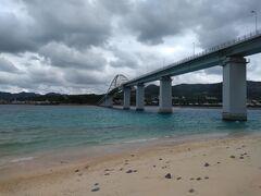 続いて 本島と橋で繋がっている瀬底島へ来ました。