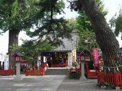 北本市から鴻巣市へ中山道を進み、鴻巣駅を過ぎたところに鴻神社の看板があったので寄ってみることにしました。鴻巣の地名ですが、古来からのもので、高台の砂地を「コウ(高)のス(洲)」と言い換えて、その言葉が由来となったと言う説。一時この地が武蔵の国の国府が置かれたところ「国府の州」が「こうのす」と転じ、後に「鴻(こうのとり)伝説」から「鴻巣」の字を当てるようになったとする伝承などもあるようですが、いずれにしてもコウノトリの巣とは縁起の良い名前ですね。