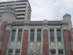こうした建物を見ていると、北海道民としては小樽に似た風情も感じますね。  お互い、石炭の運搬に利用された鉄道が、一番頑張っていた時代に栄えた訳ですしね…。