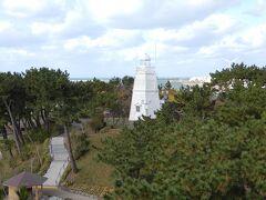 木造六角灯台が向こうに見えました。