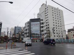 中野坂上駅で乗り換えて終点の方南町駅に来ました。朝から降っていた雨は止みました。  新宿駅(都営大江戸線)→中野坂上駅(乗換)→方南町駅
