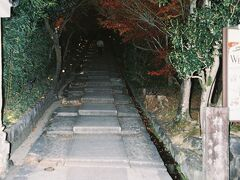 ねねの道道標より高台寺参道を上って行く。