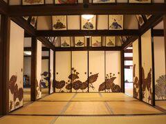 青蓮院が注目されている理由の一つが襖絵。 ロックな壁画絵師「Ki-Yan(木村英輝氏)」が手がけたフォトジェニックな襖絵です。
