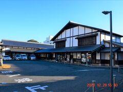 夕食にはまだ早いが小腹を満たす食べ物でもってぶらり歩き。 中心街にあった観光情報館 ふれあい処つしま。 https://www.tsushima-net.org/fureaidokoro-tsushima/
