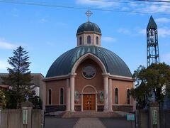 1997年に祈りの家として建立。 聖堂は美しい八角形の建物で、屋根は目立つドーム型。