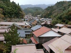 大きな岩盤の上に建っている「観世音寺」は、大森の街並みが一望できるビューポイント。江戸時代はこの街並みが山まで続いていたんですねぇ。