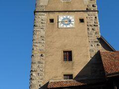 旧市街北西の端にあるのは、1400年頃に建てられたクリンゲン門です。この塔は中世には貯水塔として使われていたそうです。  旧市街の城壁をここから登り、城壁の上には歩道があり歩きながら市街を見学できます。