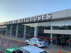 12:50 サン・ミゲル・デ・アジェンデのバスターミナルより一回り大きいグアナファトのバスターミナルに到着