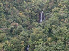 日本滝百選に入っているそうです もう少し長いレンズが入用でした。