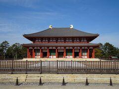 興福寺中金堂。 なにやら工事中?で近くまでは行けず。  綺麗でした。
