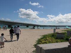 綺麗な海と長い橋が良い景色 そこそこ人もいました